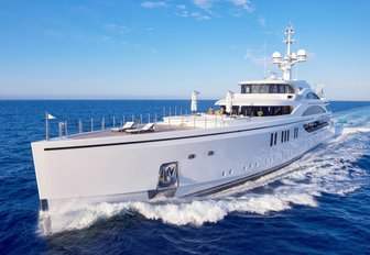 motor yacht 11/11 cuts through the water of a private yachting vacation