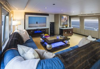 light and airy skylounge on charter yacht 'Lady Bee'