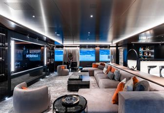 luxury yacht solo skylounge