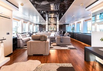 luxury yacht africa i main salon