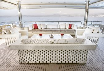 Superyacht 'Light Holic' Open For Charter In The Maldives This Winter photo 3