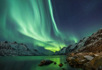 norway northern lights with snowy mountains