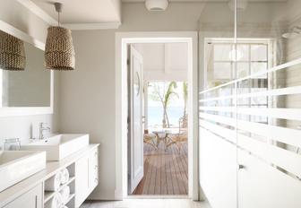 en suite on luxury yacht thanda island