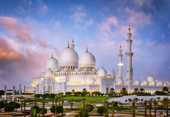 Sheikh Zayed Grand Mosque in Abu Dhabi as the sun begins to set