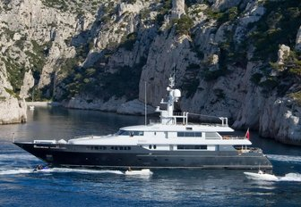 motor yacht MARIU cruising in the Mediterranean on a luxury yacht charter