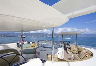 circular, mosaic-lined Jacuzzi on forward part of the sundeck aboard charter yacht HEMISPHERE
