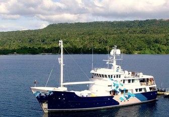 Dardanella charter yacht interior designed by Vripack