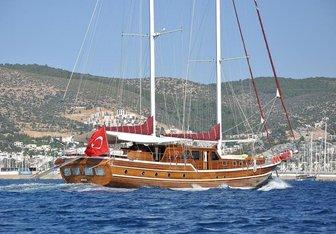Palmyra Yacht Charter in Alonissos