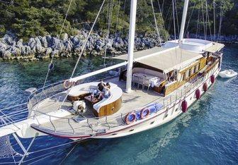Pina Yacht Charter in Crete