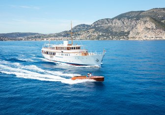 Malahne charter yacht exterior designed by Camper & Nicholsons & Campanella