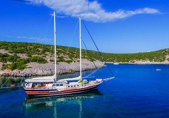 Kanaryam yacht charter Custom Motor Yacht