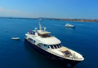 Willow yacht charter Moonen Motor Yacht