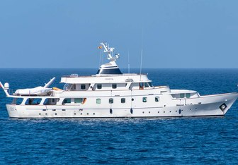 Chantal charter yacht exterior designed by Camper & Nicholsons