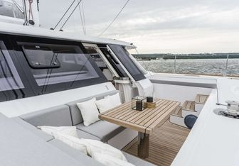 Calmao yacht charter Sunreef Yachts Motor/Sailer Yacht