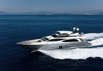 Hummingbird yacht charter Couach Motor Yacht