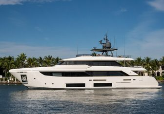 Gioia yacht charter Custom Line Motor Yacht