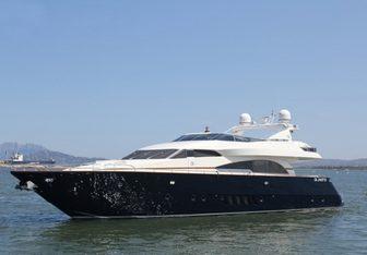 Carocla III yacht charter Dominator Motor Yacht