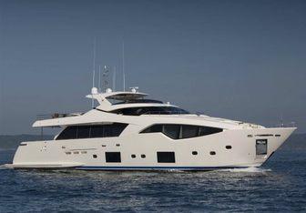 Alandrea yacht charter Custom Line Motor Yacht
