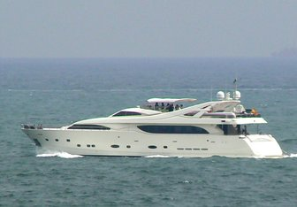 Camarik yacht charter Custom Line Motor Yacht