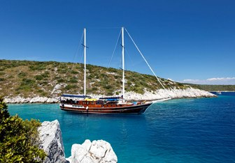 Perla yacht charter Custom Sail Yacht