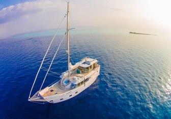 Soneva In Aqua yacht charter Tayana Yachts Motor/Sailer Yacht