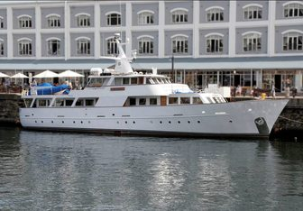 Jackie O yacht charter Secni Motor Yacht