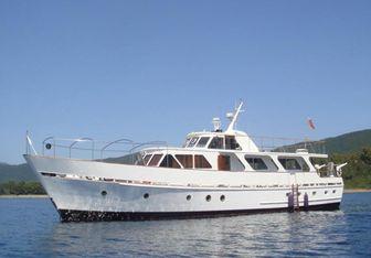 Deramore yacht charter Dagless Motor Yacht