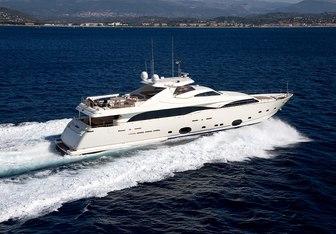 Robusto yacht charter Custom Line Motor Yacht