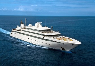 Lauren L Yacht Charter in Mykonos