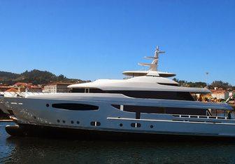 Tirea yacht charter Marin LuxurYachts Motor Yacht