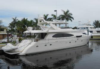 Chills yacht charter Azimut Motor Yacht