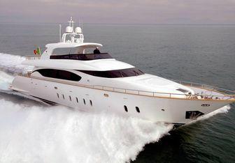 Nikca yacht charter Maiora Motor Yacht