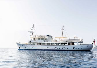 Istros charter yacht exterior designed by De Vries Lentsch