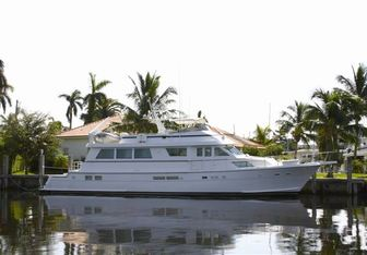 Carolina Wind H2O yacht charter Hatteras Motor Yacht