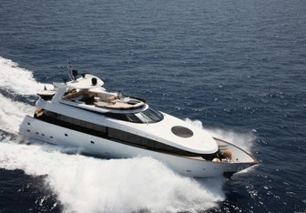 L'Or yacht charter Kvaerner Fjellstrand Motor Yacht