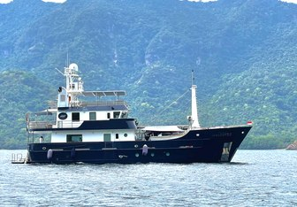 Grand Maloekoe Yacht Charter in Flores