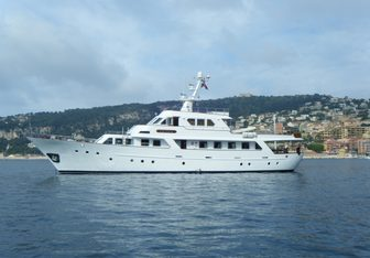 Favorita yacht charter Benetti Motor Yacht