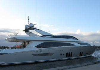 Parenthesis yacht charter Couach Motor Yacht