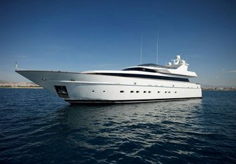 Feligo V charter yacht exterior designed by Cantieri di Pisa