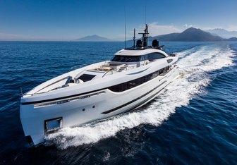 Mrs D yacht charter Columbus Yachts Motor Yacht