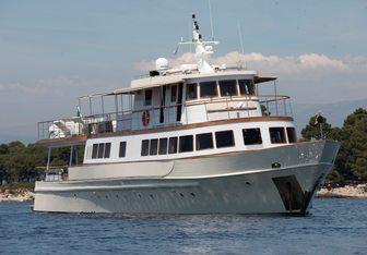 Clara One yacht charter Sarri Motor Yacht