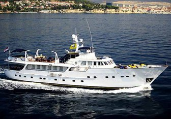 Le Mirage charter yacht exterior designed by Benetti