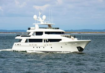 Endeavour yacht charter Westport Yachts Motor Yacht
