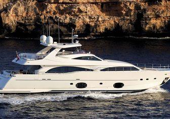Pareakki yacht charter Custom Line Motor Yacht