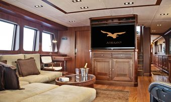 Aiglon yacht charter lifestyle
