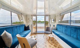 La Perla yacht charter lifestyle