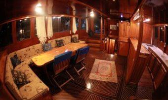 Aragon yacht charter lifestyle