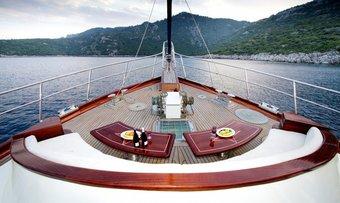 Diva Deniz yacht charter lifestyle