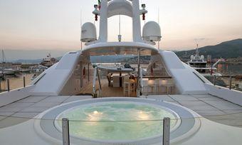 Baraka yacht charter lifestyle