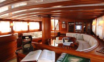 Ecce Navigo yacht charter lifestyle